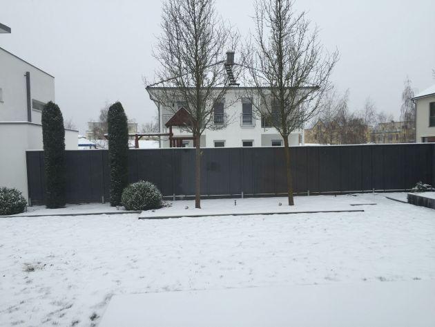 villa mit Schnee