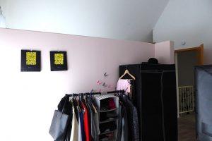 Schlafzimmer mit Trennwand