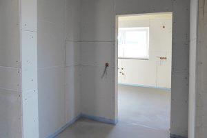 Baugleiches Haus - Durchgang zur Küche mit Gäste-WC und Garderobe