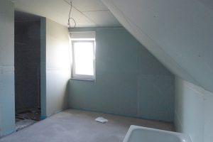 Baugleiches Haus - Wanne, begehbare Dusche und zwei Fenster im Bad