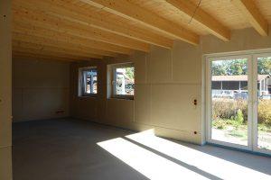 Baugleiches Haus - Großer Wohnraum mit viel Licht und sichtbarem Holz