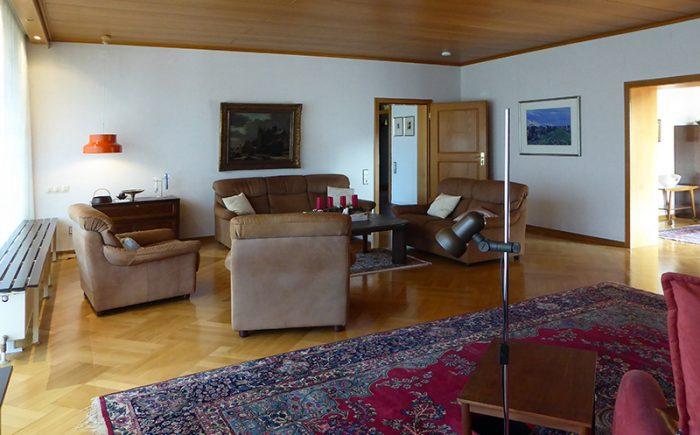 Das Wohnzimmer mit Blick zur Diele