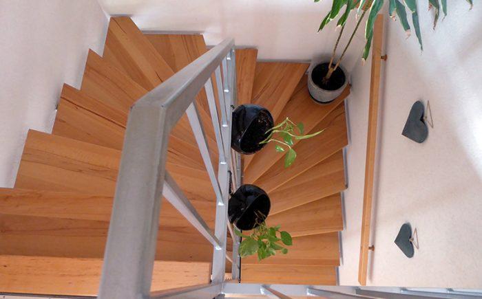 Echtholzstufen vom Dachgeschoss bis zum Keller