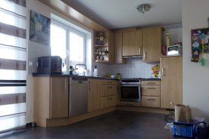 Helle offene Küche