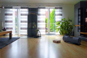 Wohnen mit bodentiefen Türen und Kaminofen