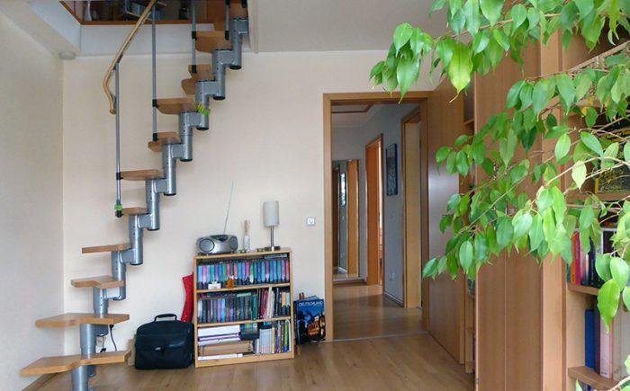 ... mit Treppe zum Spitzboden-Zimmer