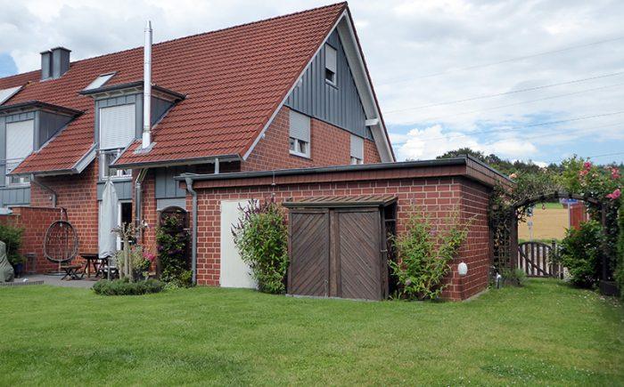 Haus und Garage hochwertig geklinkert