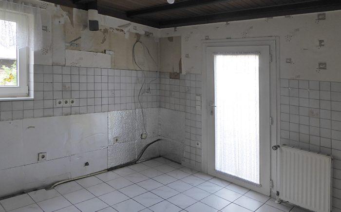 und die Küche mit Ausgang zu Hof und Garten