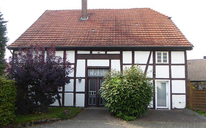 auf die Hof- und Gartenseite des kleinen Anwesens