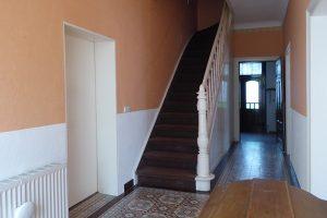 Weiter ins Treppenhaus mit originaler Treppe ...